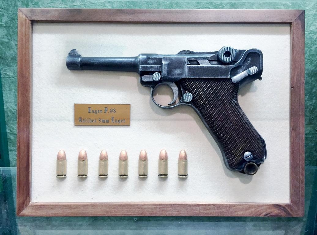 Cadre avec Luger P08